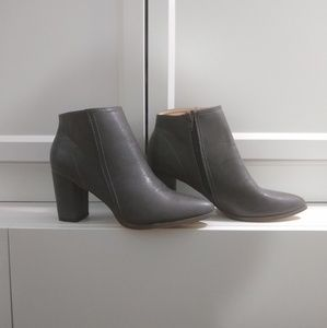 Excellent condition: Grey ankle boots